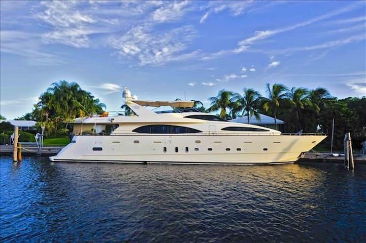 Luxury Yacht 100ft (Boat) / Yate de Lujo (Barco) - Cancun - Barca