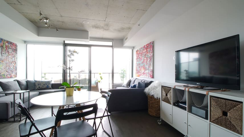 EXECUTIVE SUITE ON KING WEST