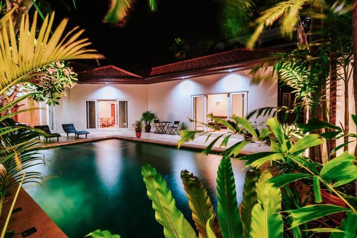 享私家海滩市中心步行街旁3卧室豪华泳池别墅