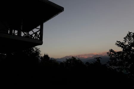 Teen Taley Eco Garden Resort- Deluxe Cottage - Gangtok - Hytte (i sveitsisk stil)