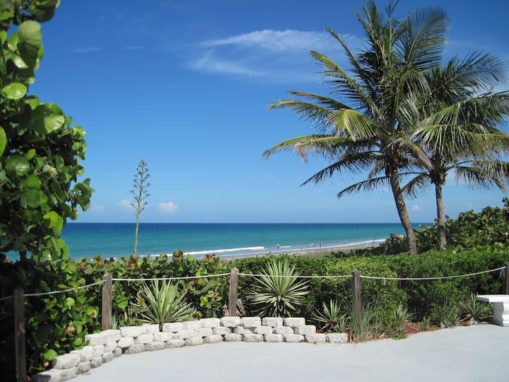 BEACH HOUSE   Walk to Private Beach and Pool