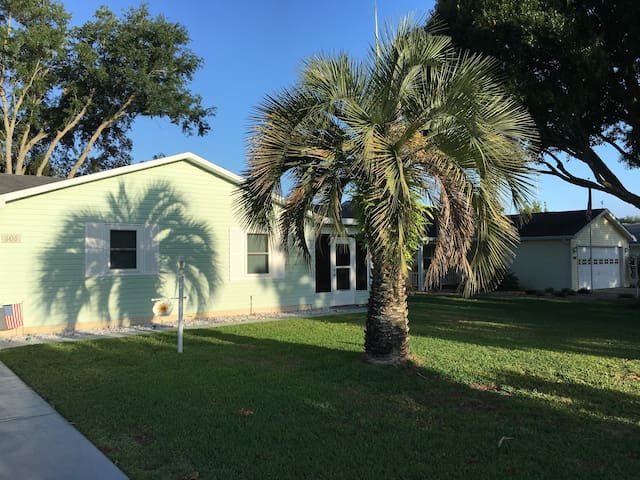 Delightful! - 2 Bedroom 2 Bath in The Villages, FL