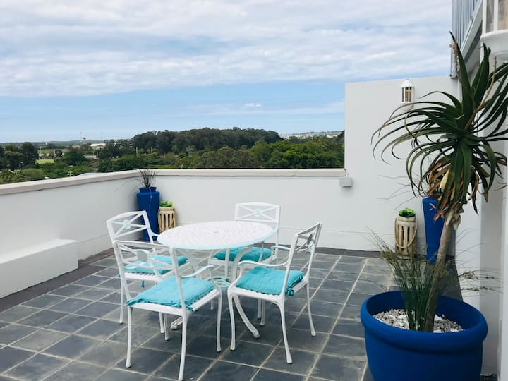 Private Roof Terrace - Ideally located Apartment