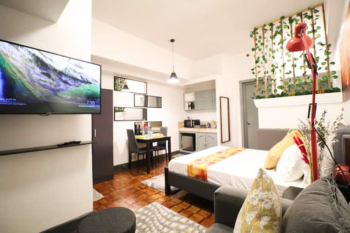 Cozy Oasis next to Greenbelt. With Netflix!