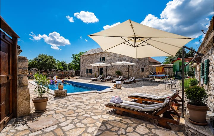 Amazing home in Zelengrad with Outdoor swimming pool, WiFi and 3 Bedrooms
