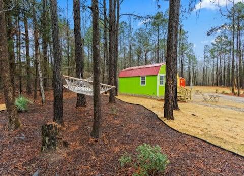 Grinch- Cozy TINY HOUSE 10 miles to Auburn,AL