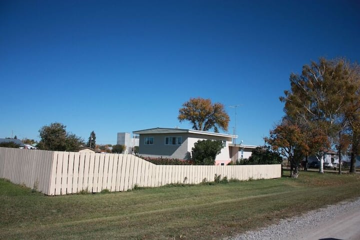 Family friendly country home close to Waterton