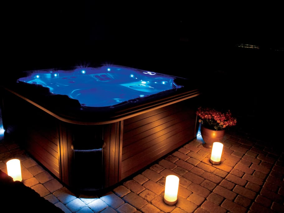 Brand New 4 seater jacuzzi