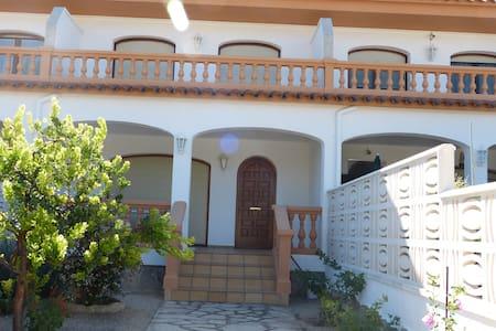 Casa con piscina en Costa Dorada y cerca de playas - Mont-roig del Camp - Adosado