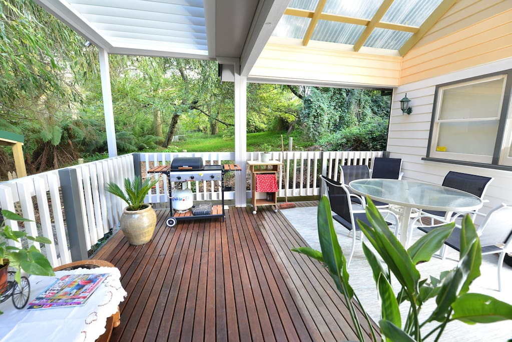 Outdoor covered deck ang BBQ