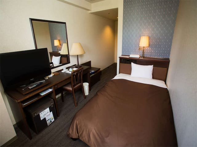 One by bus from the airport! Hot spring resort adjacent to golf course / 1 pax (non smoking)