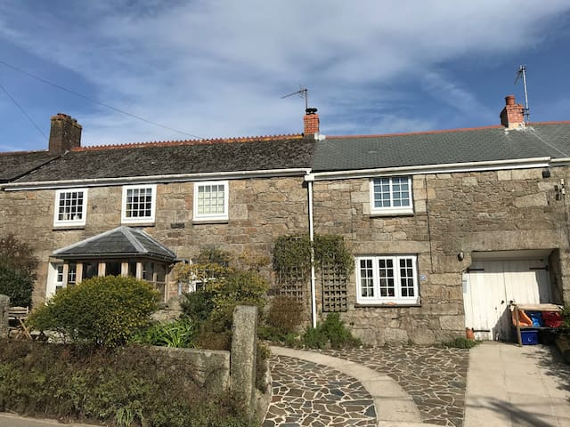 Thyme Cottage: A Classic Cornish Cottage