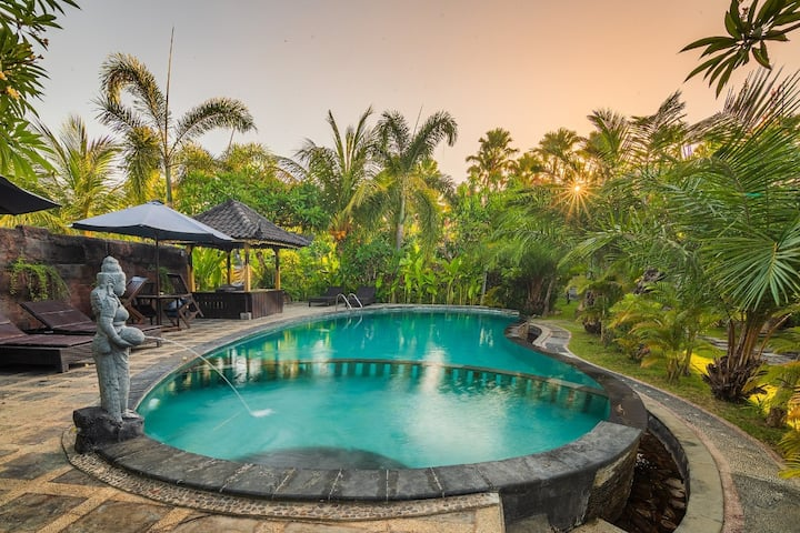Pondok Sartaya 2 Bungalow and Swimming Pool