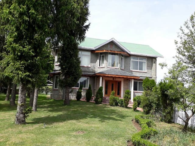 Luxury Mountain Villa set in an estate ,Dalhousie
