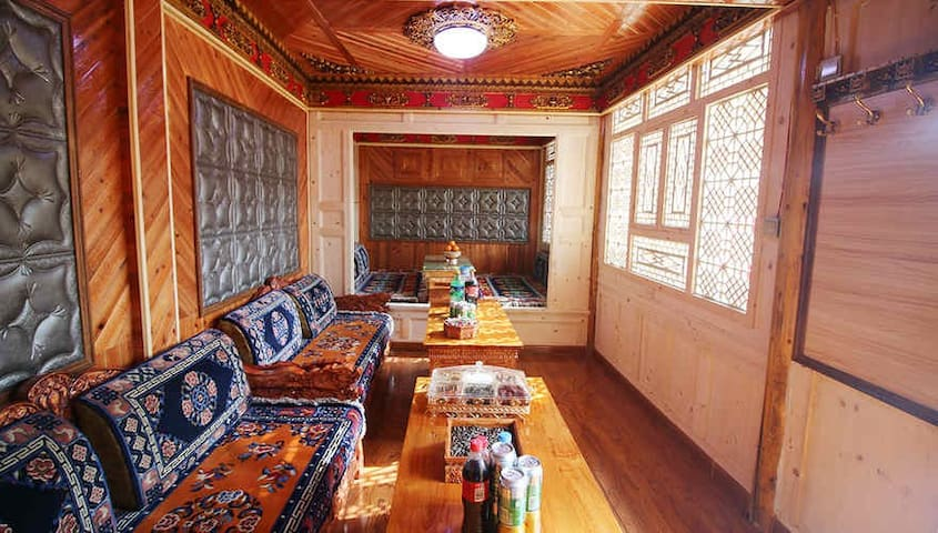 Rebkhong Golden Saddle Guest House - Huangnan - Hostel