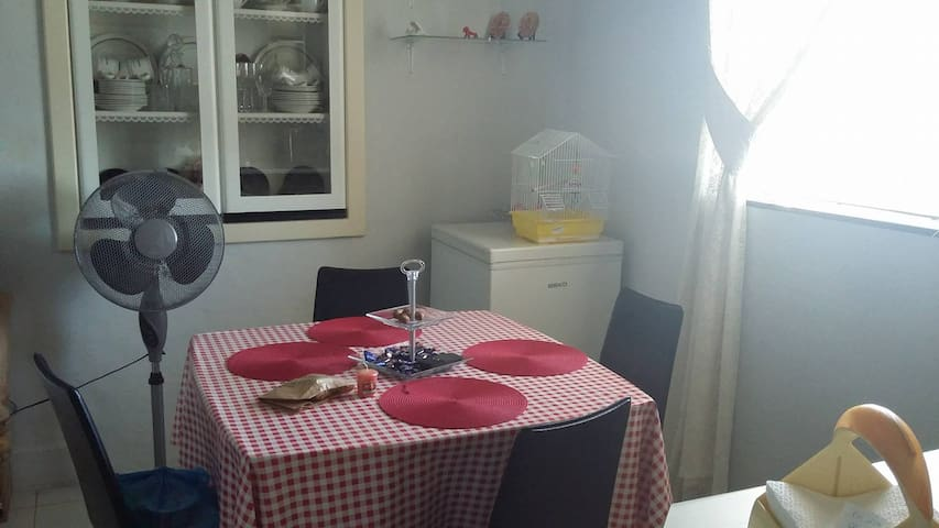 2 beds room very near the city and beach! - Pembroke - Casa