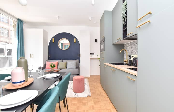 Charming and cosy colored appartement next to the Eiffel Tower