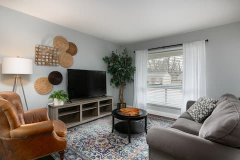Cozy & Convenient Home for Families and Travelers