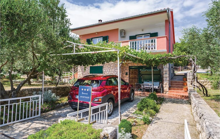Holiday apartment with 2 bedrooms on 68m² in Maslenica