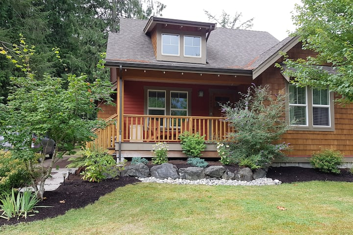 Cultus Lake Resort Style Cottage - ++ amenities