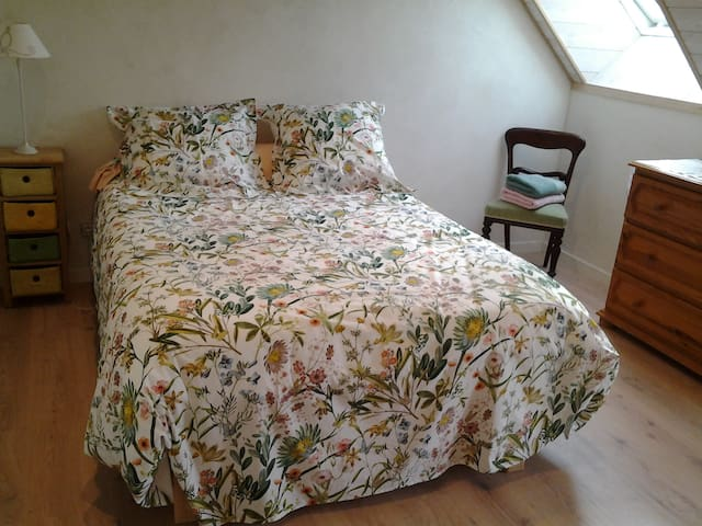 "Escale à Villeperdue : chambre ""SAAREMAA"""