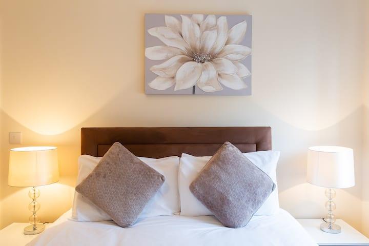 Velvet 2-bed apartment Brewery Road, Hoddesdon