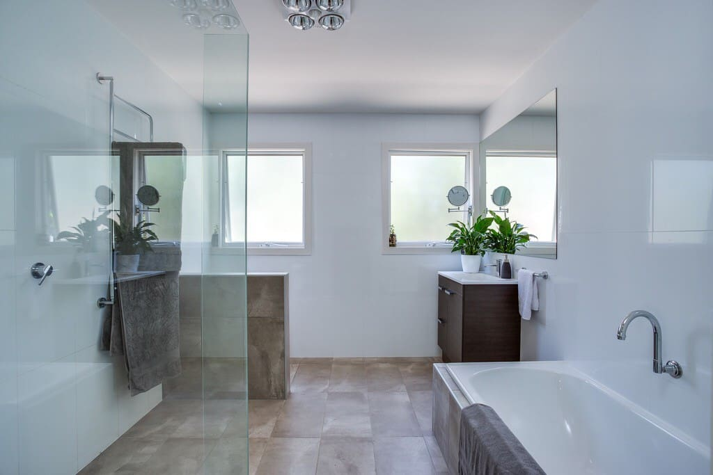 Shared main bathroom Open shower and bath