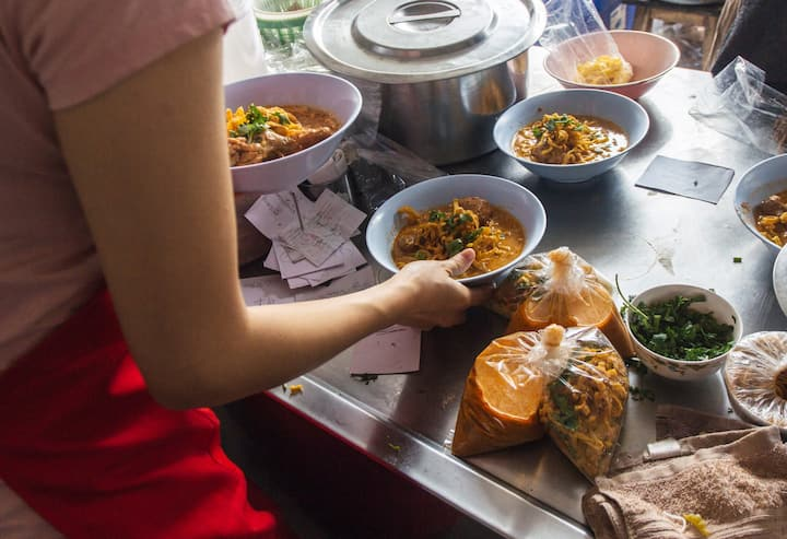 Try the best khao soi in your life