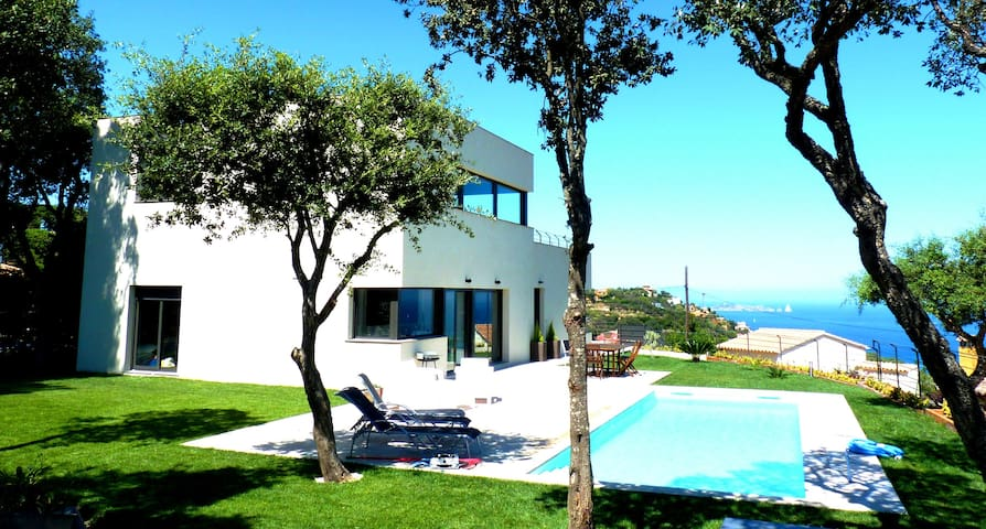 Luxury Modern House with private pool- Seaviews