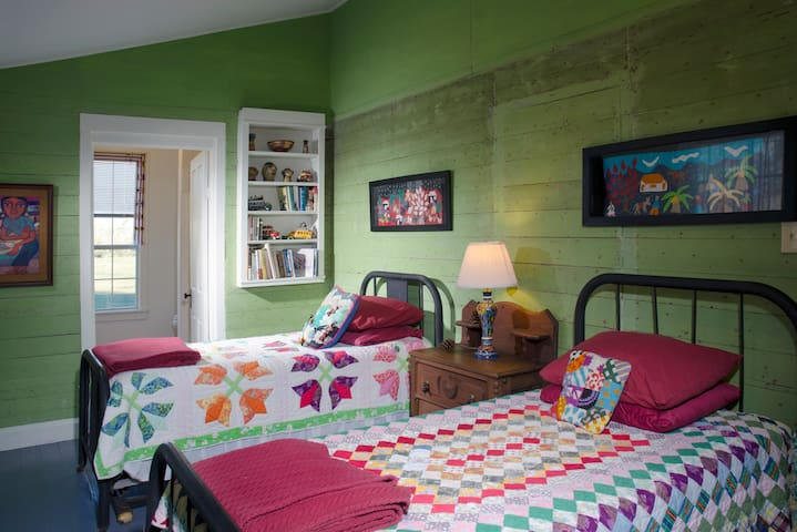 General Zaragoza Suite, named after a local hero for whom Cinco de Mayo honors, features hand-pulverized plant material stain on its walls, two twin beds and a bath tub/shower in its private bath. Who doesn't love a cozy quilt?