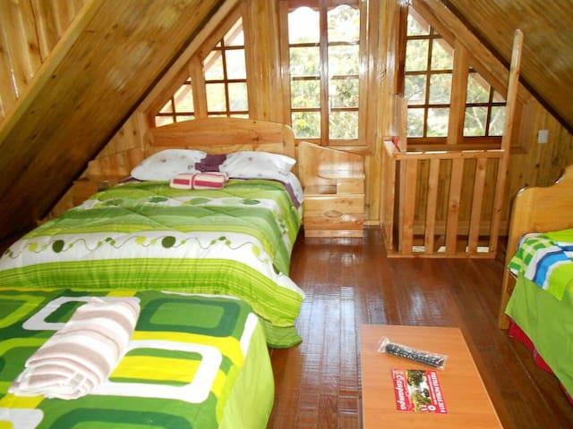 Habitación de madera para 3 personas oxapampa