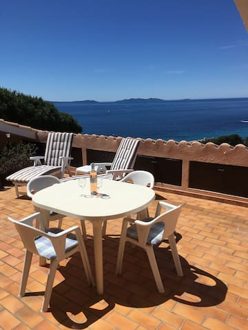 Sunny apartment with fantastic sea view!
