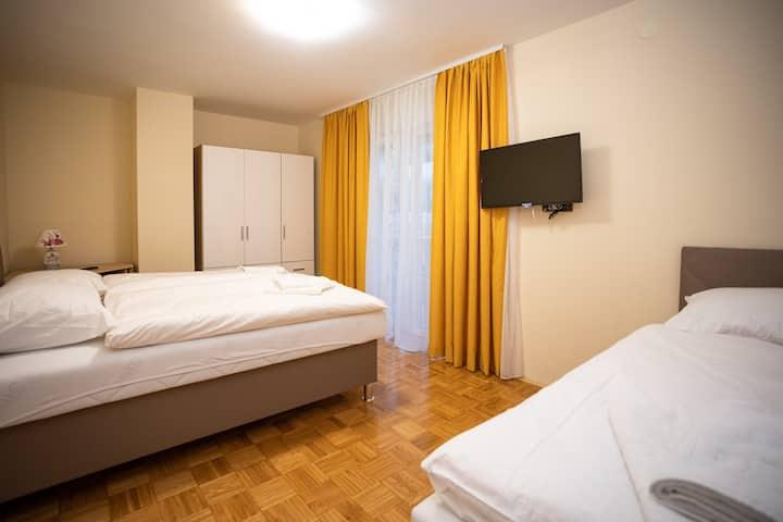 Triple room with a shared bathroom