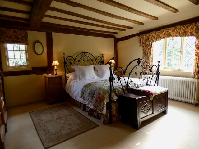 The Wisteria Room at Orlestone - English Cottage