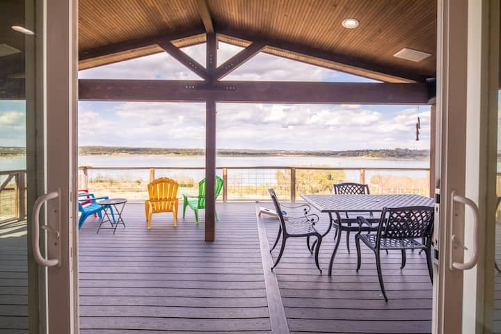 Ledgerock Pointe- 180 degree Panoramic Lake View - Come and Relax!