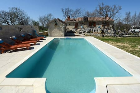 HOUSE WITH A LARGE SWIMMING POOL - Popovići - House