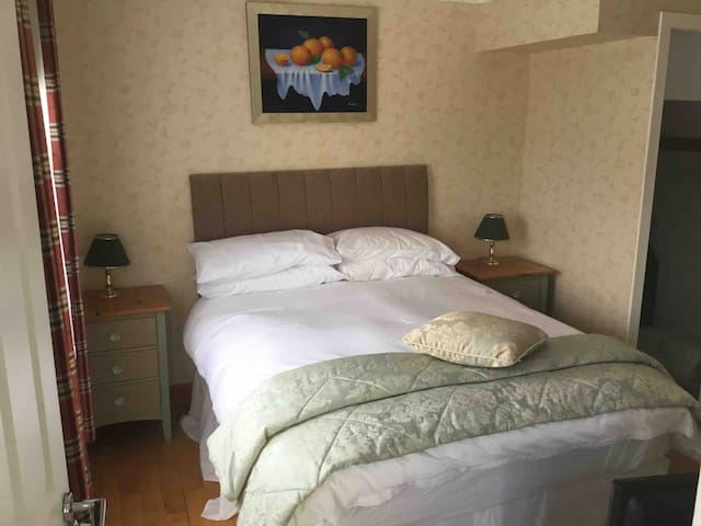 Argyll court b&b double room ensuit (inveraray)
