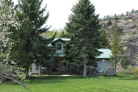 "Jumping Rainbow Lodge / ""Pay-Per-Guest"" Rates!"