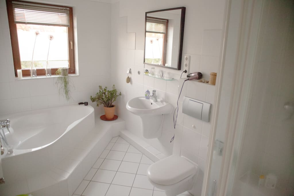 bathroom with bath tube