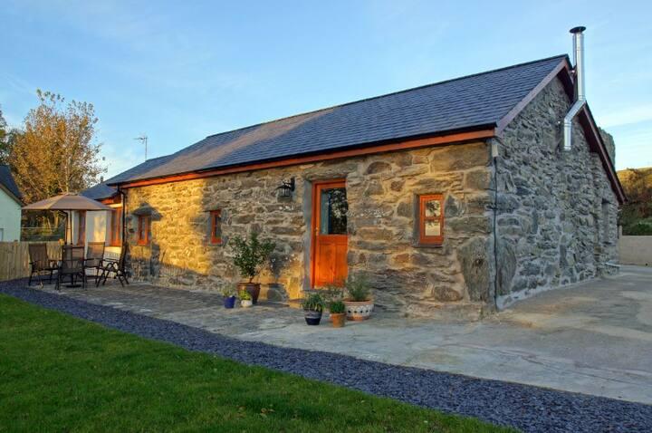 Comfortable modern cottage on farm near Criccieth