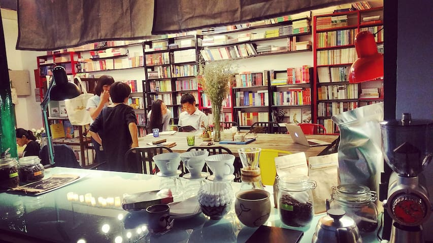 Comfort Couple Room in Bookstore (#201) - Ho Chi Minh - Casa