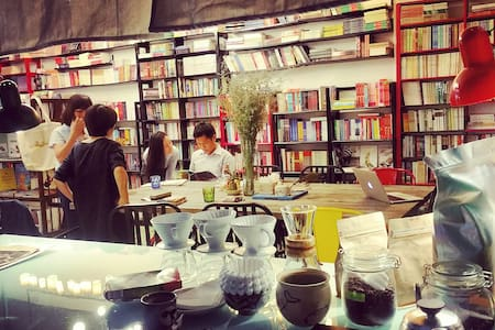 Comfort Couple Room in Bookstore (#201) - Ho-Chi-Minh-Stadt