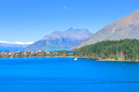Views, easy walk to town, luxurious twin room - Queenstown - House