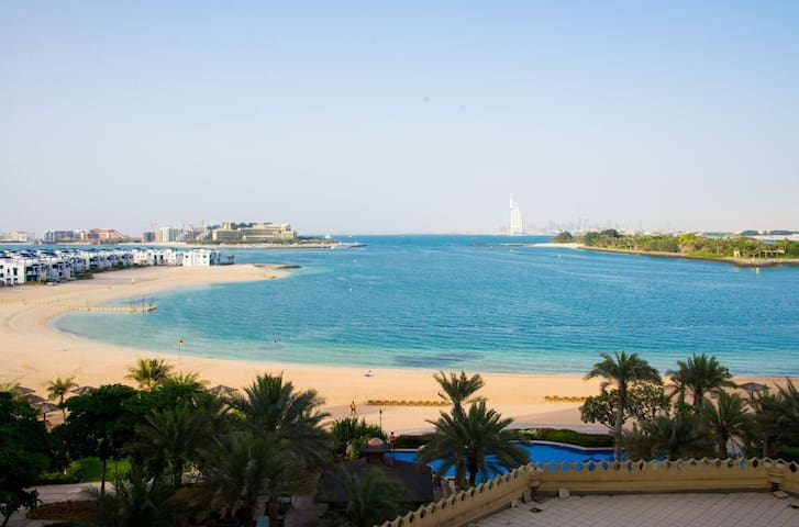 Sea View 1BR at Palm Jumeirah Shoreline 6