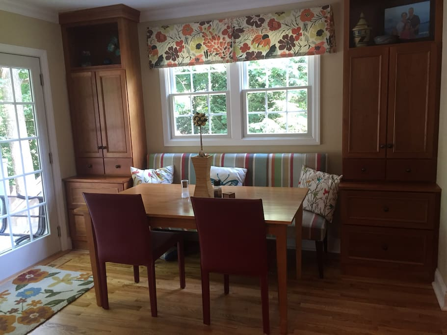 breakfast room and walkout to deck (with gas grill)