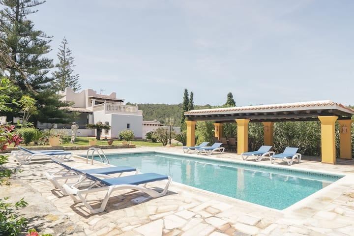 Splendid Mansion in Santa Eulària des Riu with Jacuzzi