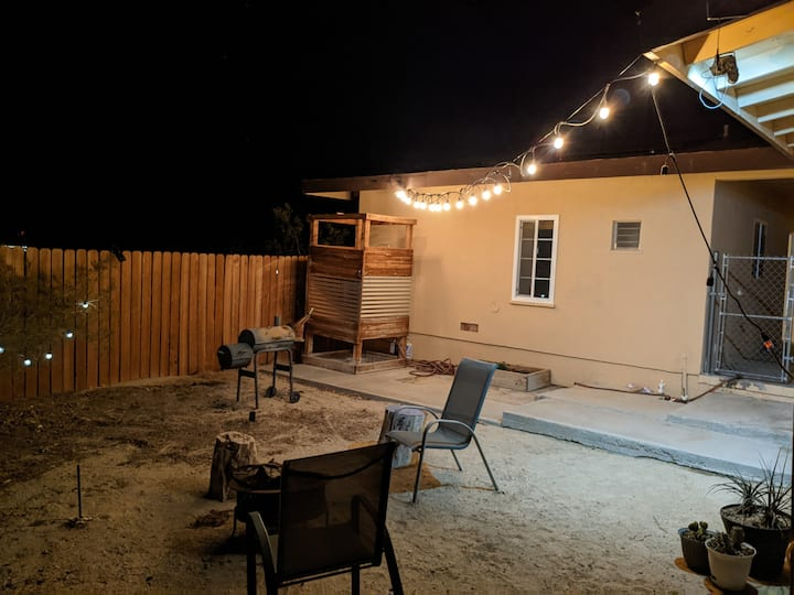 Cute desert getaway close to Joshua Tree!!