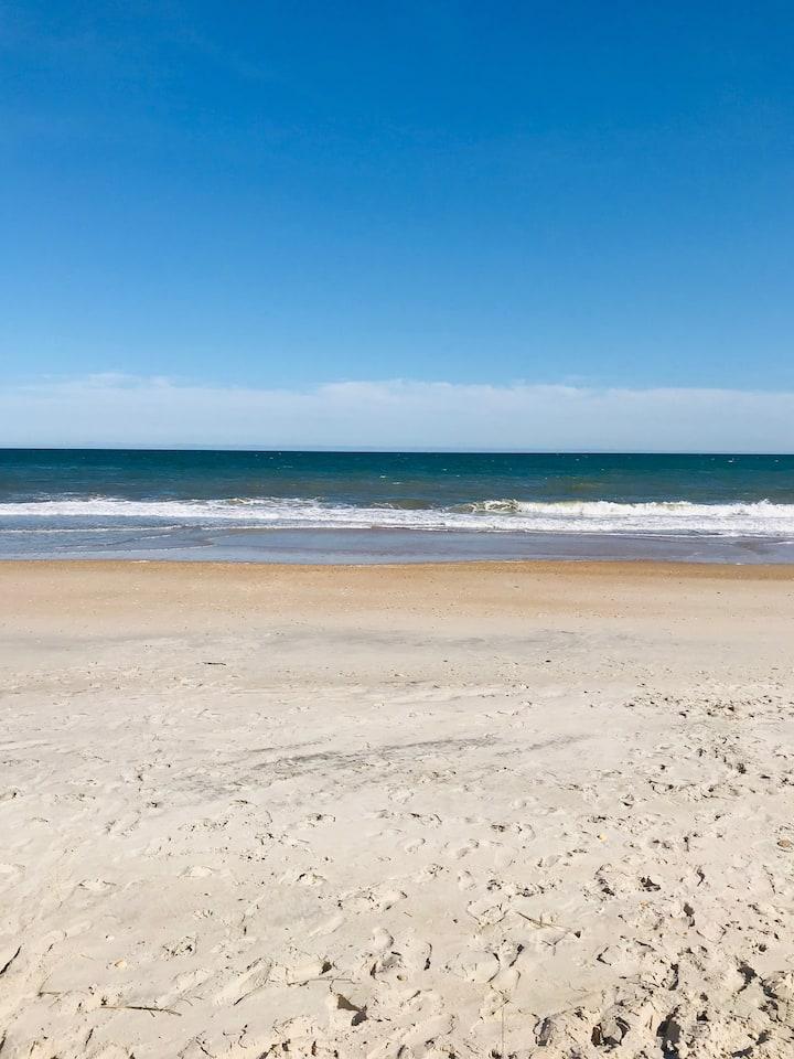BEACH LIFE Spacious, close to beach, linens incl.
