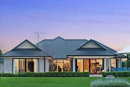 WOW! ♡ Ultra Modern & Tranquil Villa Orchard Hills