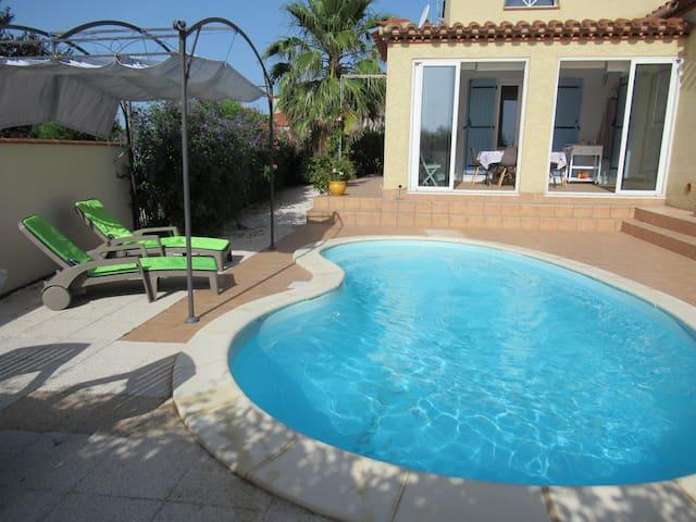 Prés du Barcares, villa climatisée avec piscine.